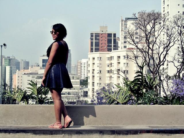 Ágata de Souza - Look com vestido azul rodado 4