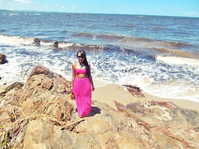 Ágata de Souza - Look com saia longa de croche rosa pink
