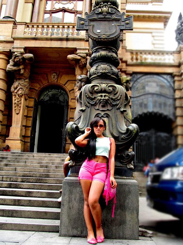Ágata de Souza - look com short hot pants e cropped 1